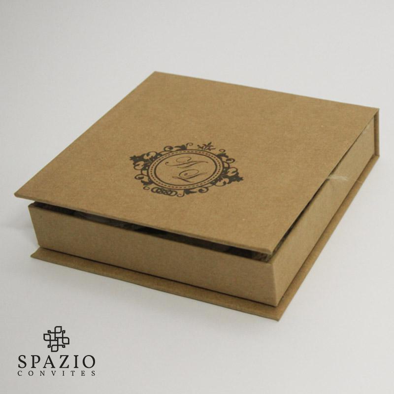 caixa personalizada para casamento r stica papel kraft. Black Bedroom Furniture Sets. Home Design Ideas