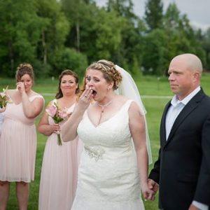 Noiva deixa uma cadeira no dia do casamento para seu filho Morto