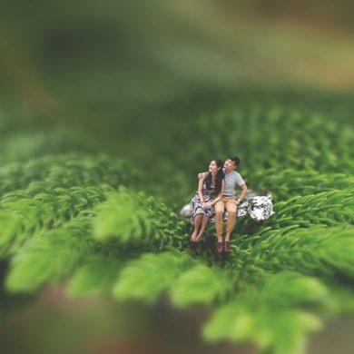 Pré-casamento de um casal em um conto de fadas